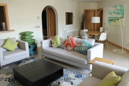 شقة 2 غرفة نوم للايجار في نخلة جميرا، دبي - Vacant   Spacoius Living Area   High Floor