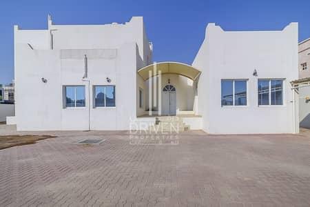 5 Bedroom Villa for Rent in Umm Al Sheif, Dubai - 1 Month Free in this Modern Designed Unit