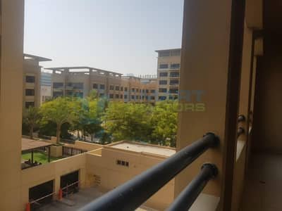 3 Bedroom Flat for Rent in The Greens, Dubai - Amazing Large 1 Bedroom in Greens with Pool View.