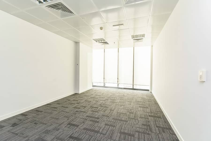 2 Fully fitted office available sea view