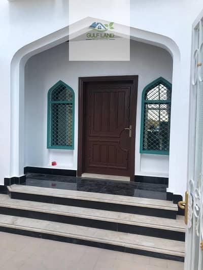 5 Bedroom Villa for Rent in Al Karamah, Abu Dhabi - 5 bedrooms villa maids room store room in al Karamah area for rent