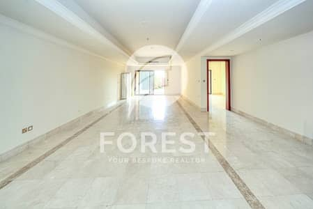 3 Bedroom Flat for Rent in Palm Jumeirah, Dubai - Rare Townhouse | Amazing Full Sea View | Vacant