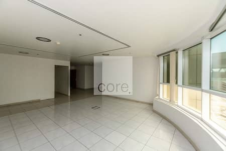 مکتب  للايجار في شارع الشيخ زايد، دبي - Vacant Fitted Office | Pantry Available