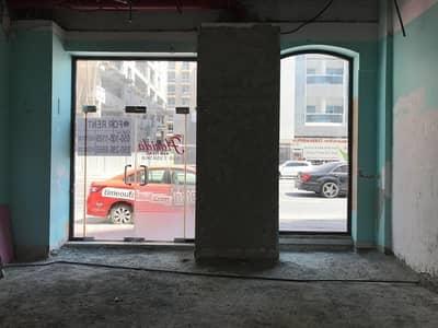 محل تجاري  للايجار في البرشاء، دبي -  near MOE