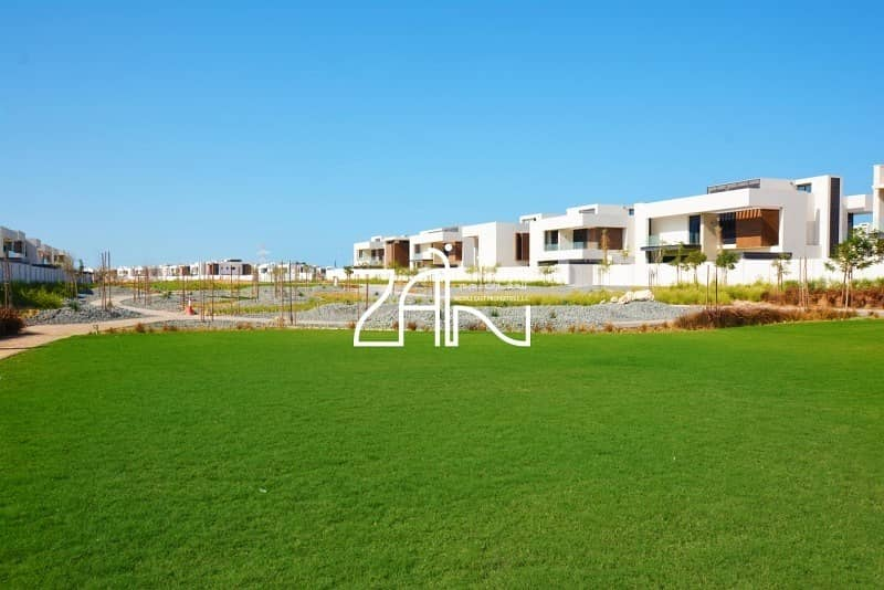 Brand New Stunning 5 BR Villa with Great Layout
