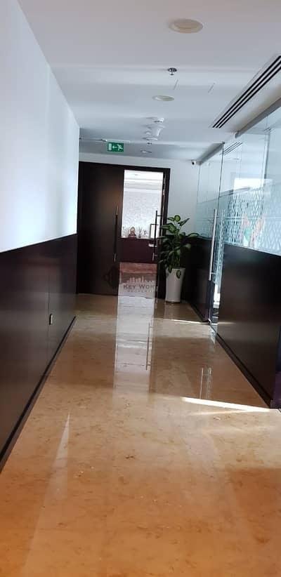 مکتب  للايجار في ديرة، دبي - luxurious standard and high class fitted ready to move opp deira city center