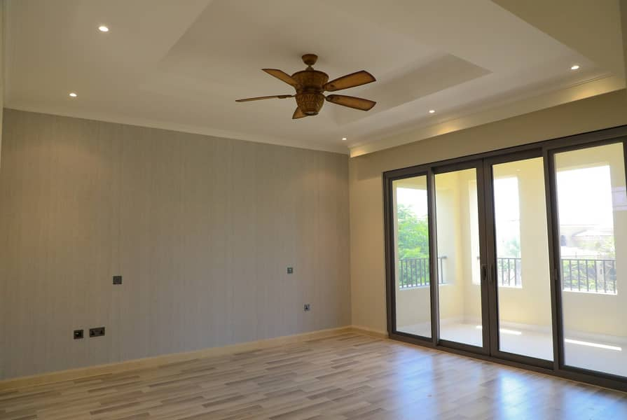15 Vacant;Fully Equipped Kitchen:Large Backyard; Pool
