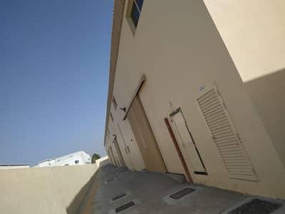 مستودع  للايجار في منطقة الإمارات الصناعية الحديثة، أم القيوين - مستودعات للإيجار  مساحه 2500 قدم مربع بمنطقه الصناعيه الحديثه ( ام الثعوب )  بام القيوين