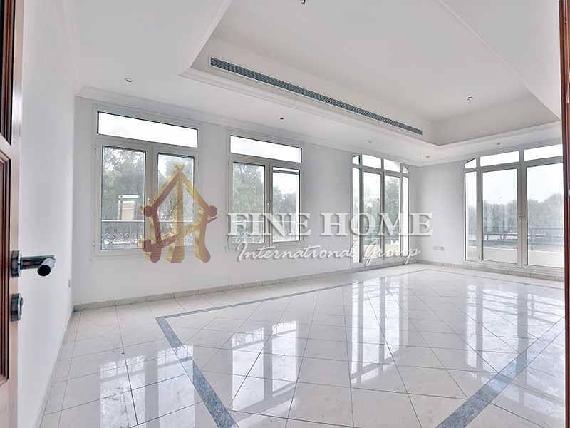 Brightly Fancy ! 4BR Apartment