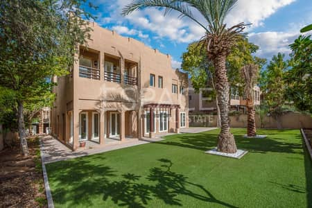 4 Bedroom Villa for Sale in The Lakes, Dubai - Beautiful Four Bed Villa with Park View