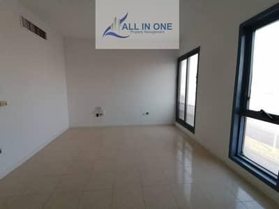 فلیٹ 2 غرفة نوم للايجار في منطقة النادي السياحي، أبوظبي - Affordable 2BR with Balcony ion Affordable Rate in 4 Pays!
