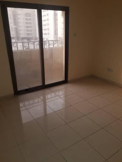 فلیٹ 2 غرفة نوم للايجار في ابو شغارة، الشارقة - شقة في ابو شغارة 2 غرف 22000 درهم - 4347559