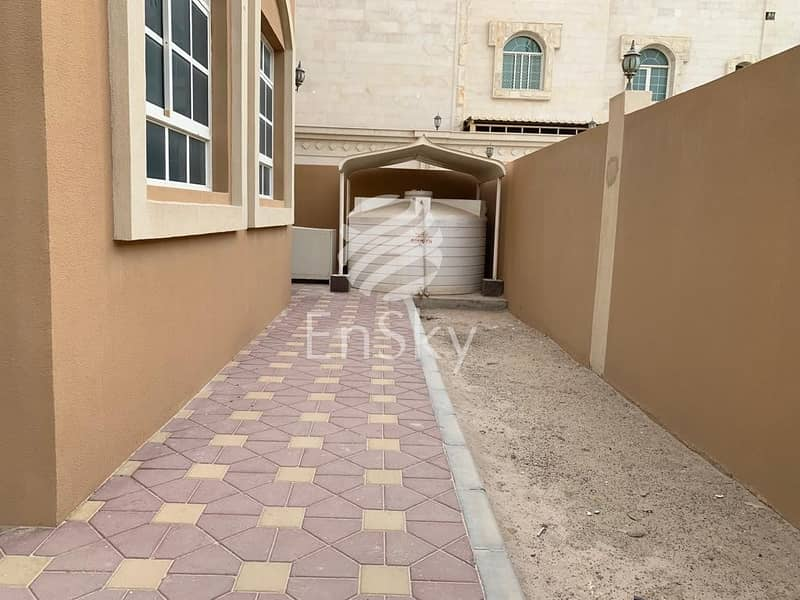 14  5 Bedroom Villa in Khalifa City B