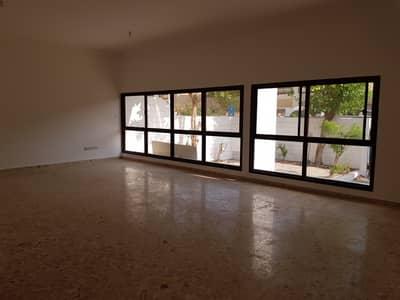 4 Bedroom Villa for Rent in Al Khalidiyah, Abu Dhabi - living hall