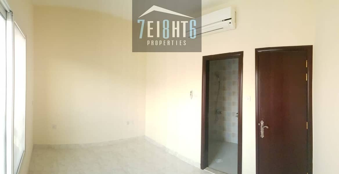 2 Suitable for investors + staff accommodation: 5 b/r spacious villa with several living rooms for rent in Hor Al Anz