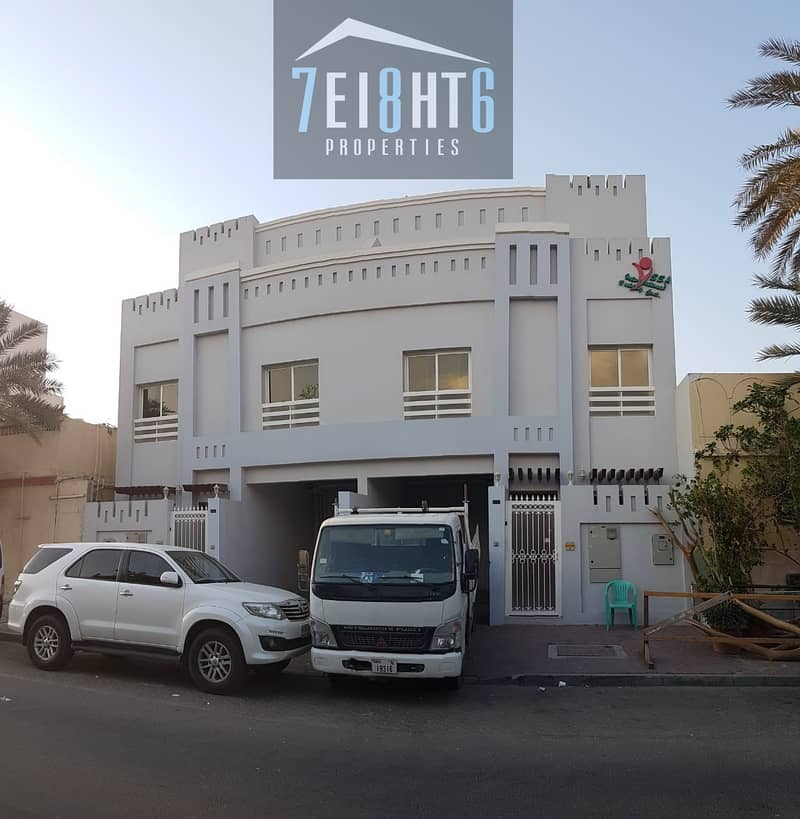 10 Suitable for investors + staff accommodation: 5 b/r spacious villa with several living rooms for rent in Hor Al Anz