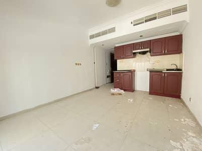 استوديو  للايجار في القصباء، الشارقة - شقة في القصباء 19999 درهم - 4322421