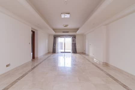 3 Bedroom Townhouse for Rent in Palm Jumeirah, Dubai - Prestigious townhouse  Marina view  Prime location
