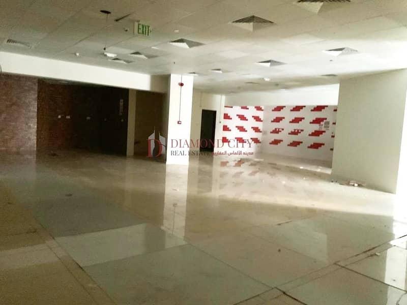 Spacious showroom for rent in Dubai marina
