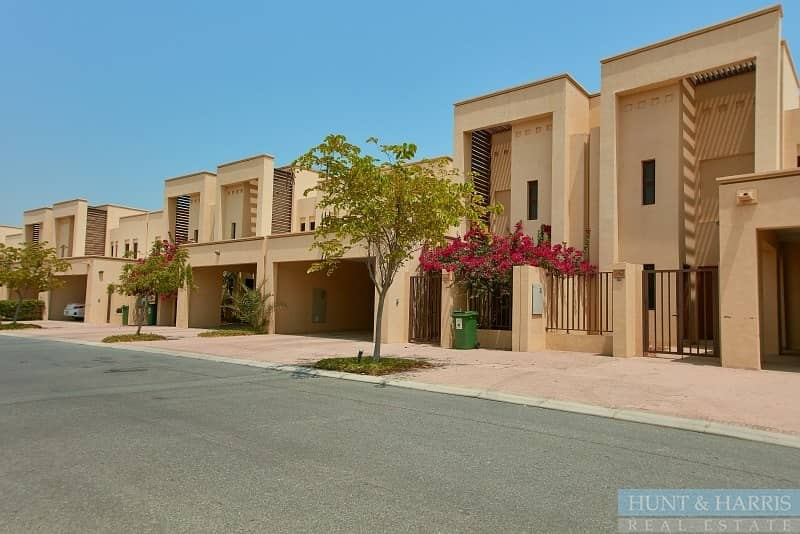 11 Lovely Open Kitchen - Spacious 3 Bedroom Townhouse