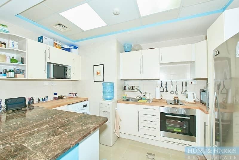2 Affordable Upgraded Luxury Marina Apartment!