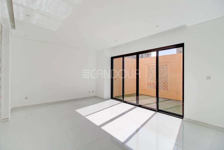 2 Upgraded | Contemporary Design | Equipped Kitchen
