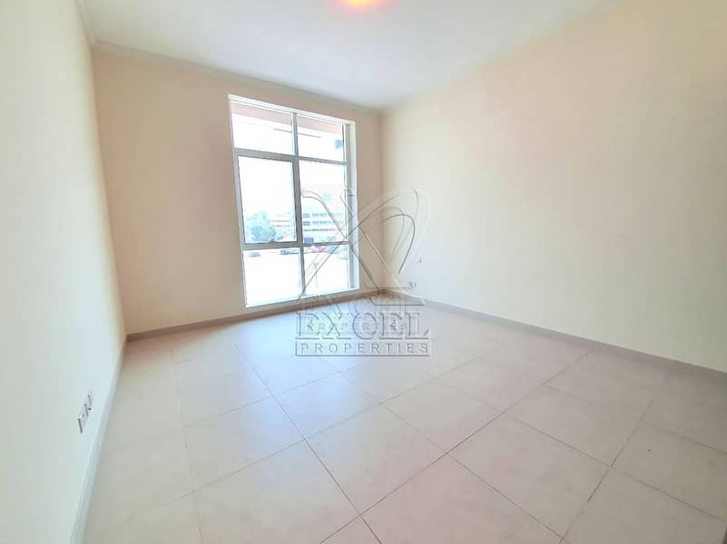 2 Luxurious 3BHK / maids room @123K/6 Cheques in Karama