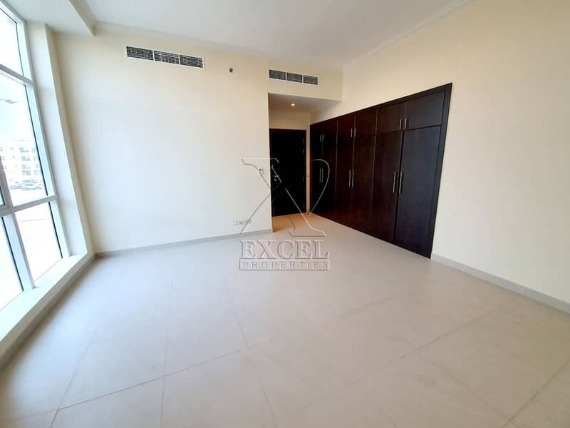 Luxurious 3BHK / maids room @123K/6 Cheques in Karama