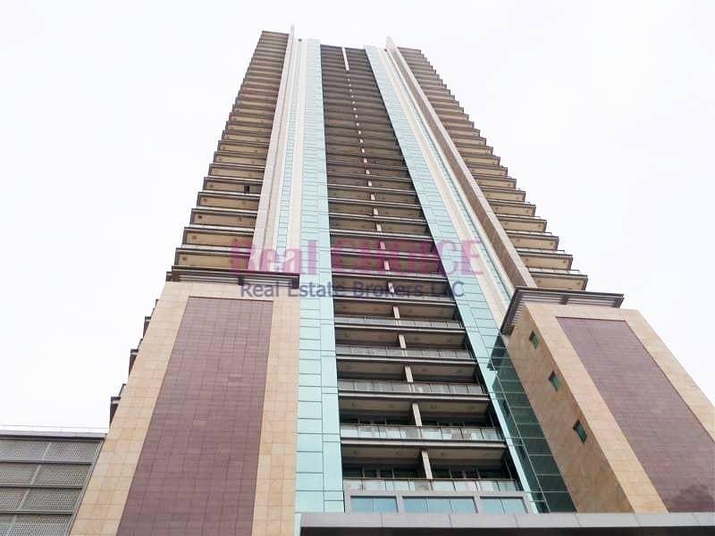10 Corner 1BR Apartment With Premium Layout