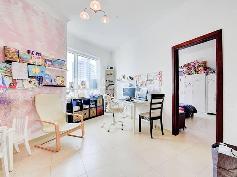 LUXURY -high floor -chiller free -vacant