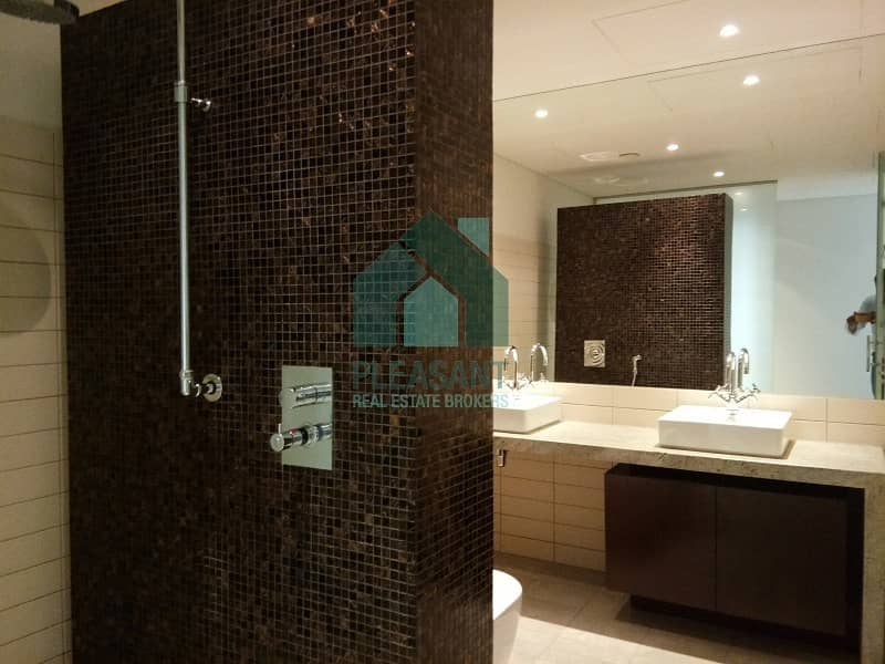 18 Luxuries 3 Bedroom Duplex Facing Full Sea View For Rent !!!