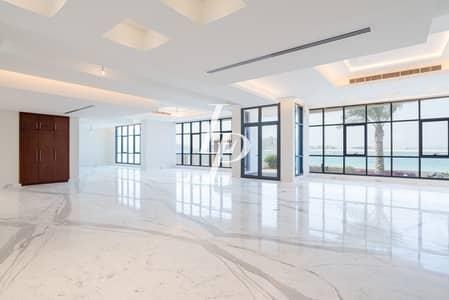 6 Bedroom Villa for Sale in Palm Jumeirah, Dubai - Huge Tip Villa | Amazing Views | Custom Built |