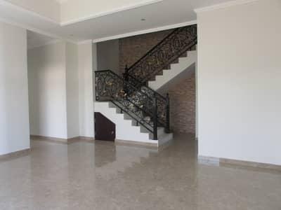 فیلا 5 غرف نوم للايجار في القرهود، دبي - فیلا في القرهود 5 غرف 180000 درهم - 4363278