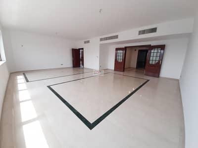 شقة 4 غرفة نوم للايجار في المركزية، أبوظبي - 4 BR With Maid Laundry Balcony on Khalifa Street.