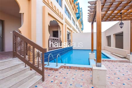3 Bedroom Townhouse for Rent in Palm Jumeirah, Dubai - Townhouse with garage | Private pool | 12 chq