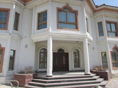 فیلا 5 غرف نوم للايجار في القرهود، دبي - فیلا في القرهود 5 غرف 200000 درهم - 4366381