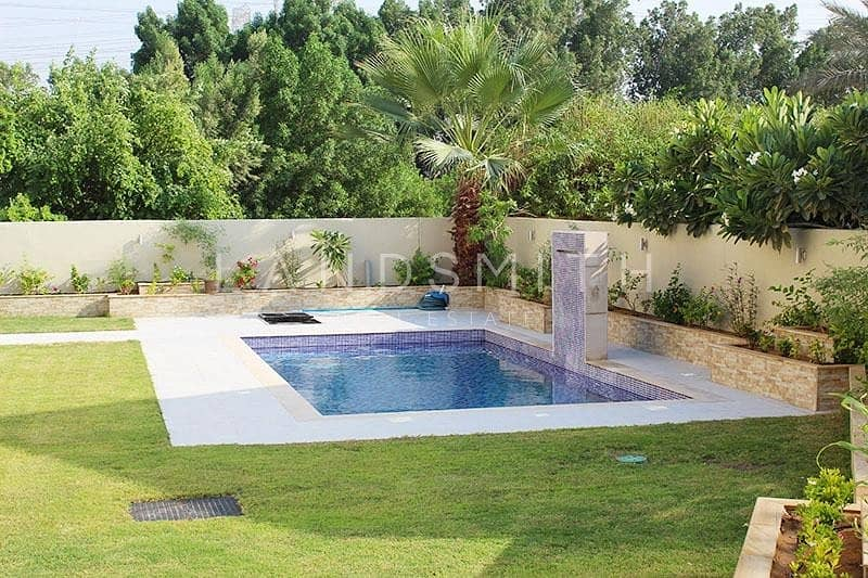 16  Beautifully Upgraded 4BR Villa with Pool
