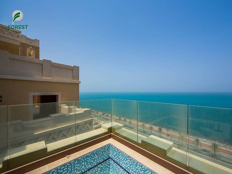 Luxury 4 BR Penthouse with Full Sea View