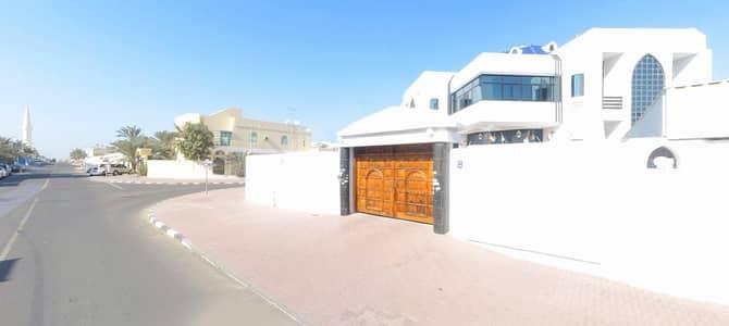 5 Bedroom Villa for Rent in Deira, Dubai - Spacious 5 B/R Villa with Maid Room for Rent near Mamsa Park in Abu Hail