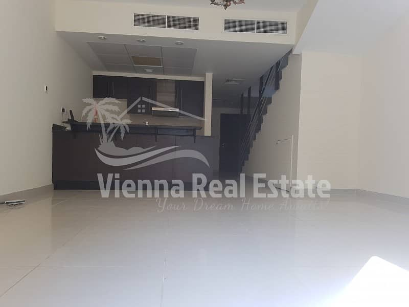 Single row 2 BR with maid room 1050000 vacant