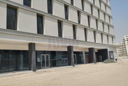 محل تجاري  للايجار في البرشاء، دبي - Spacious Retail Shop Near Facilities with Parking