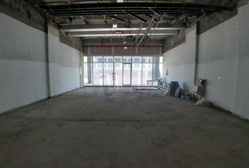 10 Spacious Retail Shop Near Facilities with Parking