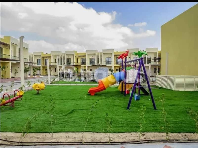 العلامة التجارية الجديدة تاون هاوس بغرفتي نوم في صحارى ميدوز 2 ، مدينة دبي الصناعية. 50000 / سنويًا!