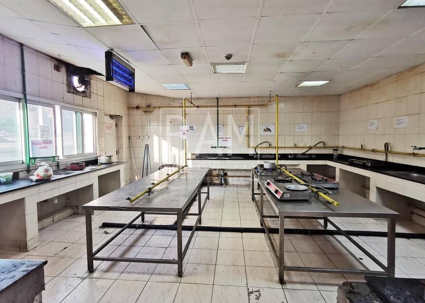 2 8 Person Capacity | AED 425 Per Person | Near Al Khail Mall