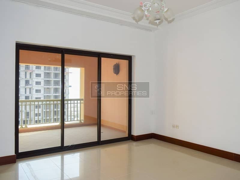 2 Upgraded 2 br+M I Vacant I Golden Mile 6