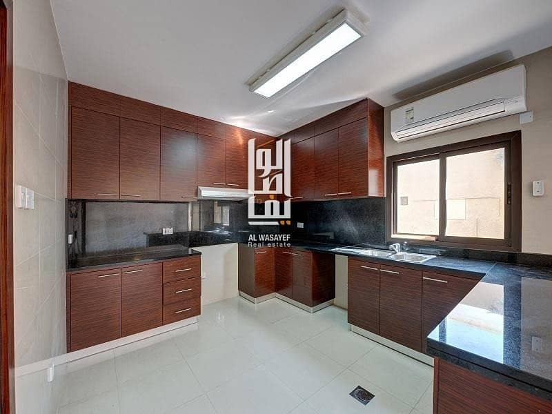 2 Fully Renovated 3 Bed Villa With Private Garden