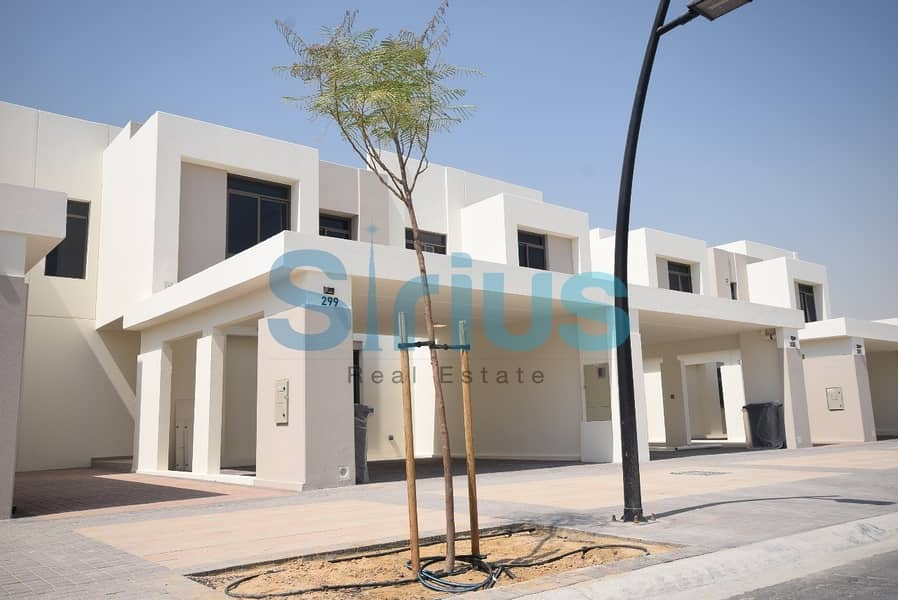 Luxury landscaped Villa with maid's room in Hayat