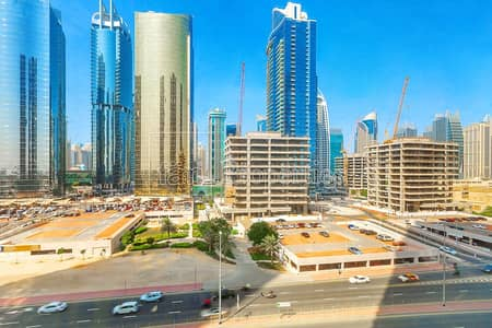 مکتب  للايجار في أبراج بحيرات الجميرا، دبي - One Year Free | Shell and Core | Partial Lake View
