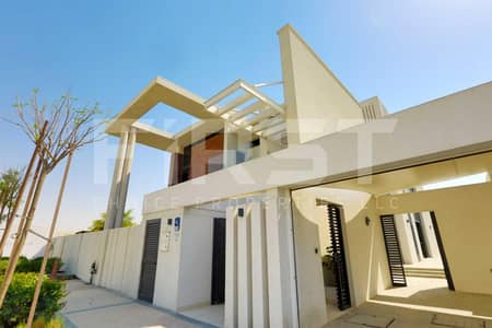5 Bedroom Villa for Rent in Yas Island, Abu Dhabi - Experience Modern Lifestyle in a Prestigious Corner Villa