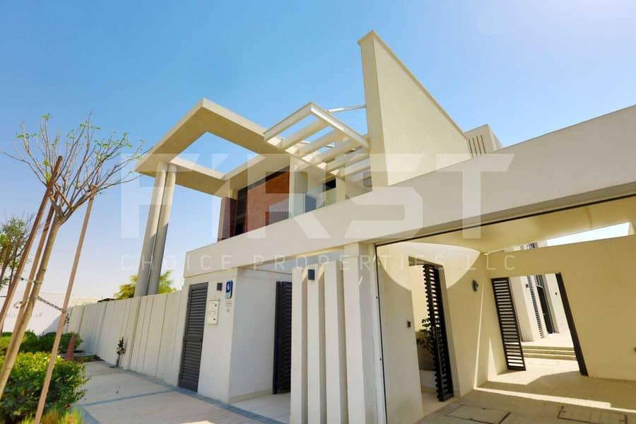 Experience Modern Lifestyle in a Prestigious Corner Villa